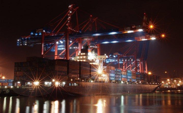 Containerhäfen weltweit werden im Jahr 2023 rund 973 Millionen TEU umschlagen!